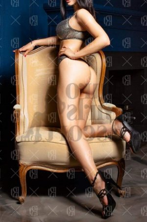 Clemantine call girl in Dodge City Kansas, massage parlor