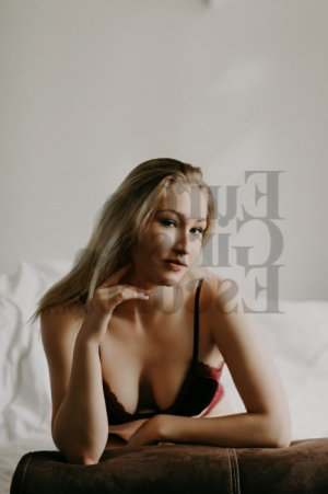 Claire-charlotte escort & thai massage