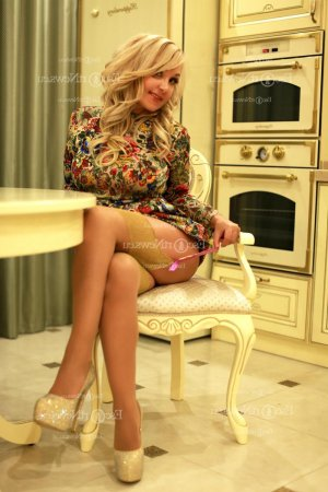 Yolenn nuru massage and live escort