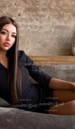 Bertheline nuru massage & ebony live escort