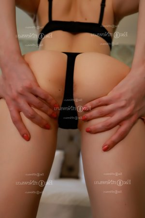 Agostina happy ending massage in Roseville CA