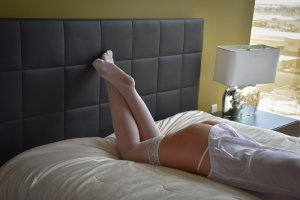 Guilhaine escort in Cedar Falls Iowa & nuru massage