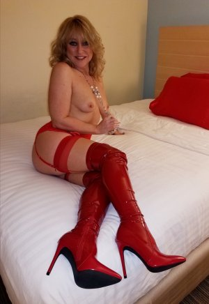 Joanie escorts in Birmingham MI and happy ending massage